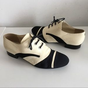 CHANEL LIGHT CREAM/BLACK OXFORD FLATS SHOES